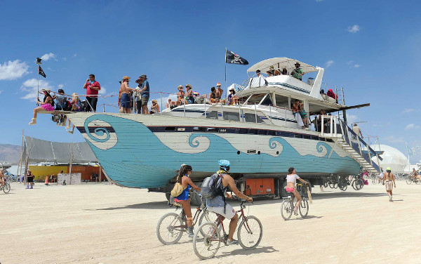 burningman_boat