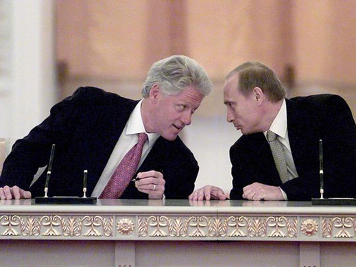 Clinton-and-Putin-sign-a-memorandum