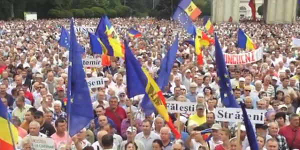 September_2015_protests_in_Moldova